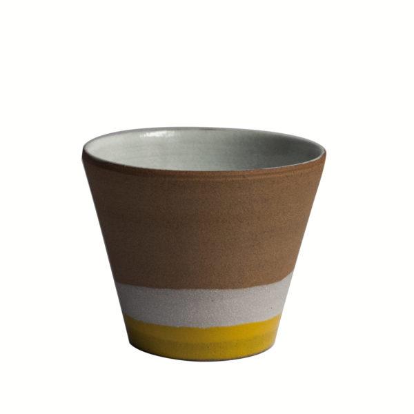 Gobelet jaune avec engobe de porcelaine - 2019 - Ana Belen Castillo - céramiste